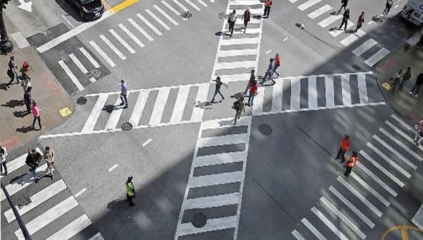 Новое в ПДД. Переходим перекресток по диагонали, паркуемся «ёлочкой»