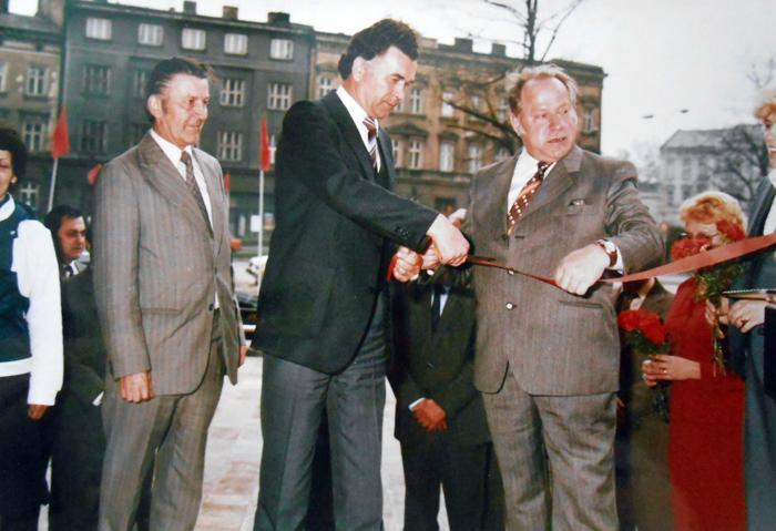 """В.П. Нестеров  в Опаве (Чехословакия)). На открытии гостиницы """"Камышин"""". 1985 год."""