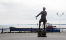 Петр I на набережной в Камышине (фото)